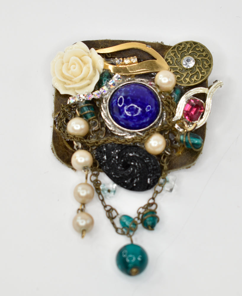 Brooch with mixed media components