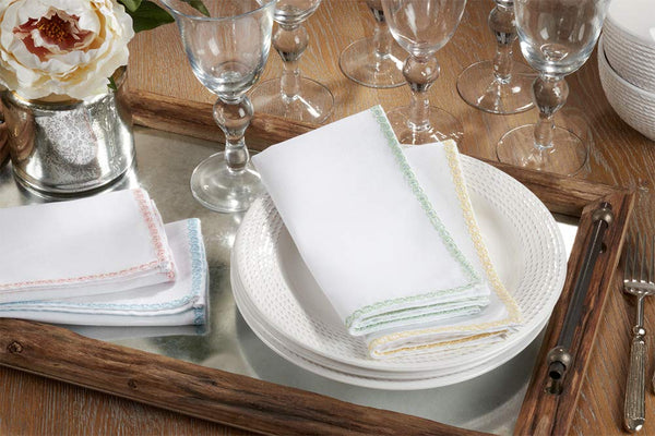 Fennco Styles Colored Lace Border 20 x 20 Inch White Cloth Table Napkins, Set of 4 for Dining Table, Dinner Parties, Wedding, Machine Washable