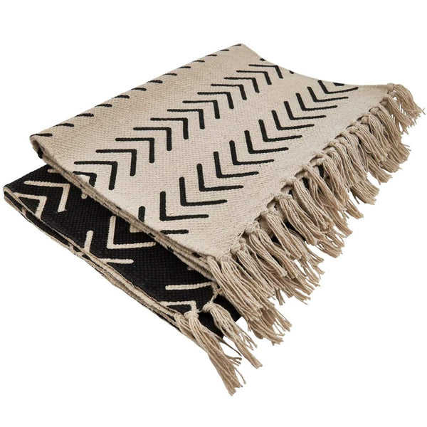 Fennco Styles Neutral Chevron Print Tassel Cotton Woven Table Runner - Black Table Cover for Home, Dining Room, Banquets, Family Gathering and Special Occasion