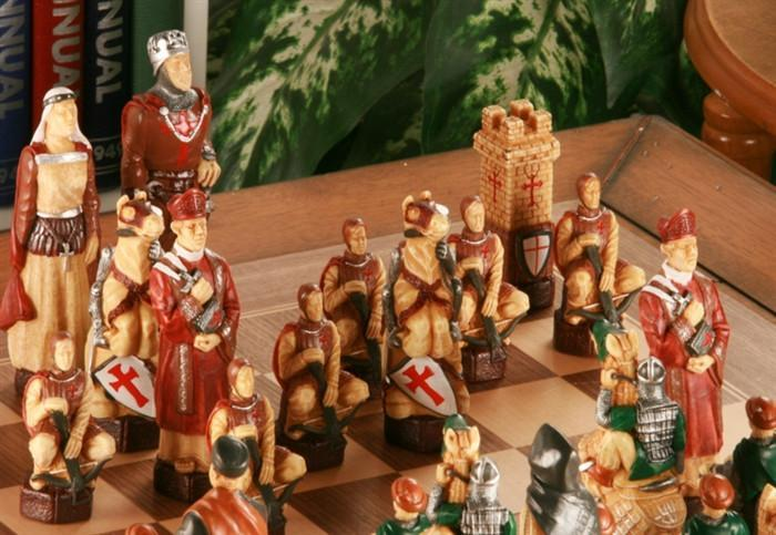The Crusades Chess Set With Presentation Box   SAC Hand Decorated   Chess  Set   Chess