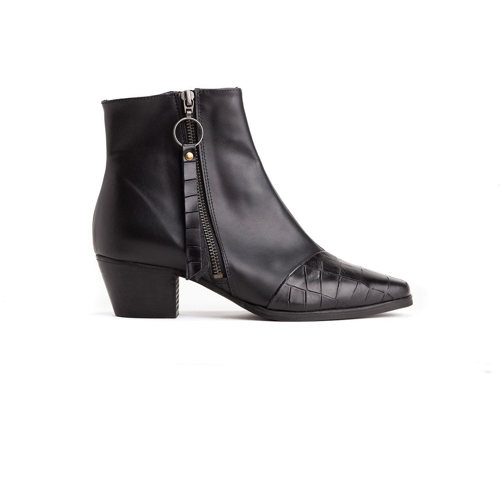 Janis - Classic Black Leather Boots - Olive Thomas