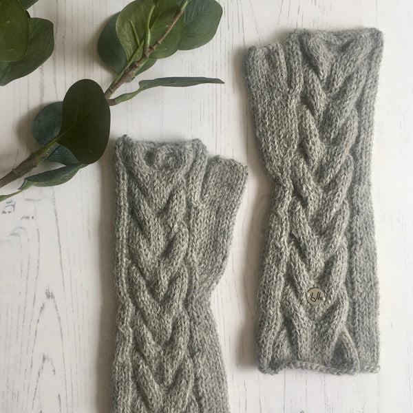 Grey cable knit alpaca mittens - bluellamashop