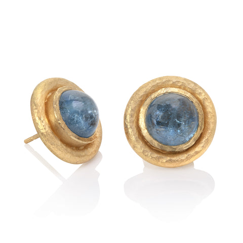 Yellow gold round stud earrings, set with aquamarine cabochons, hammered texture finish