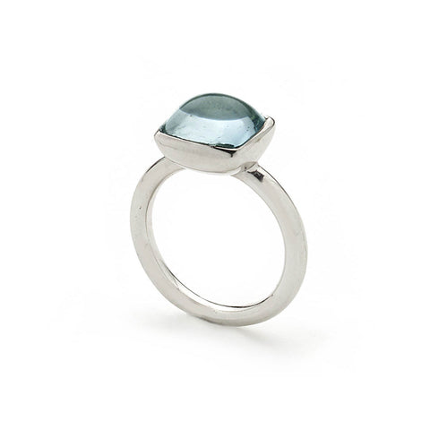 White gold ring set with aquamarine cabochon