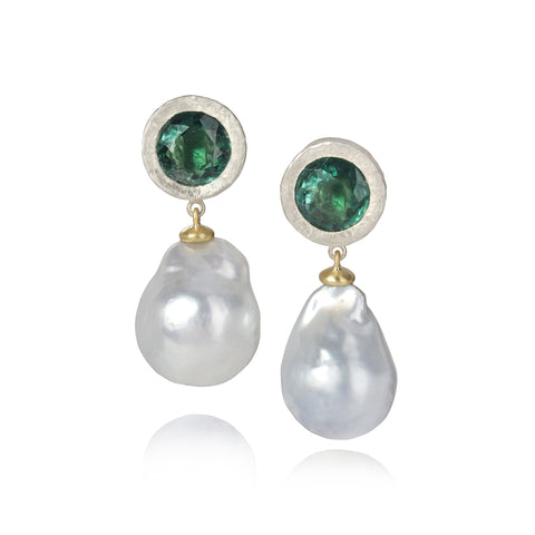 White gold earrings set with round apatite with baroque pearl drops