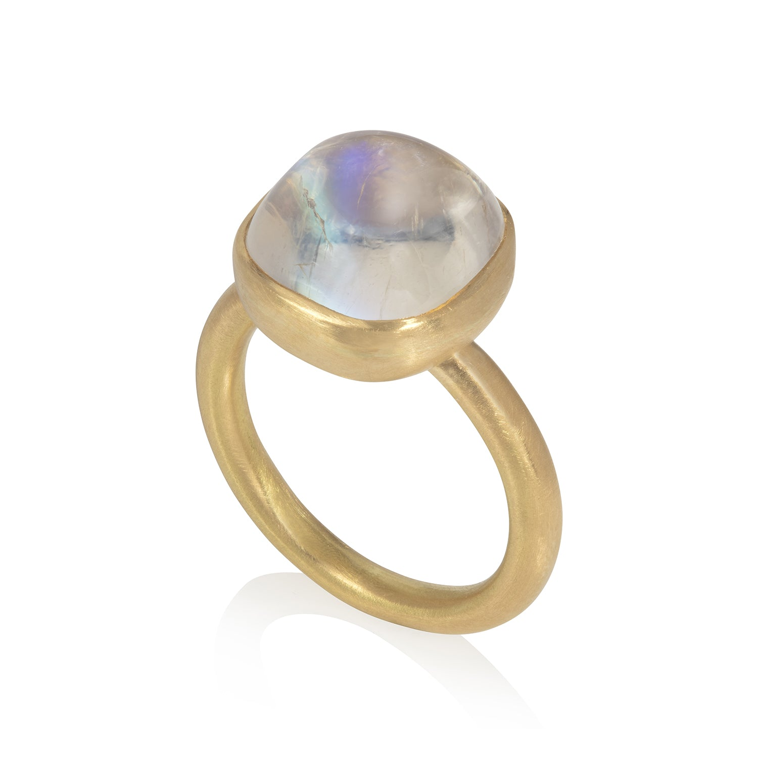 Yellow gold ring set with moonstone cabochon