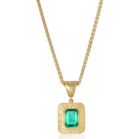 18ct Emerald Pendant with Engraved Border