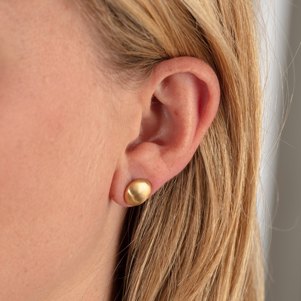 18ct Yellow Gold Pebble Earrings