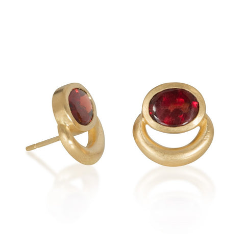 Stud earrings in signature JLG 'bull nose' style with table top garnets, set in yellow gold
