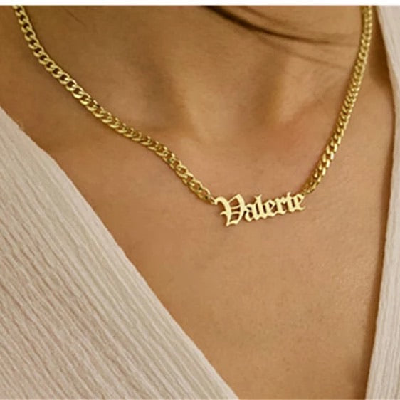 Bold Curb chain name necklace