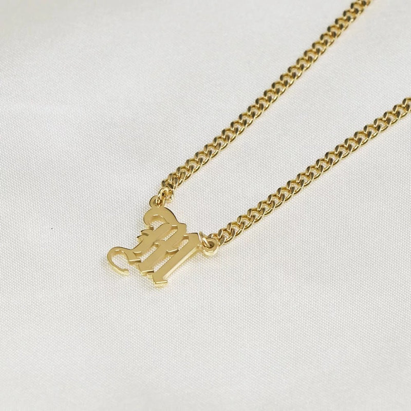 Thick chain choker initial pendant