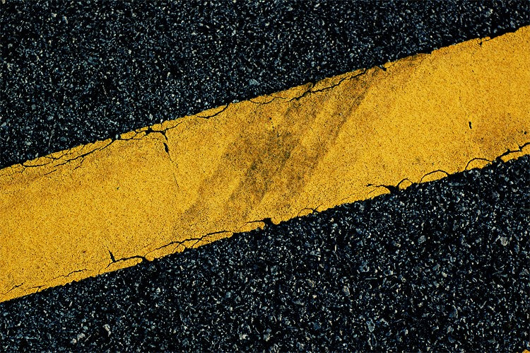 Single yellow line
