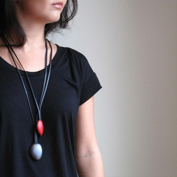 Single Pebble Necklace - Navy NECKLACE