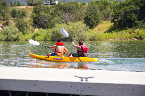 Dig customers tandem kayak paddle at Kolob Reservoir