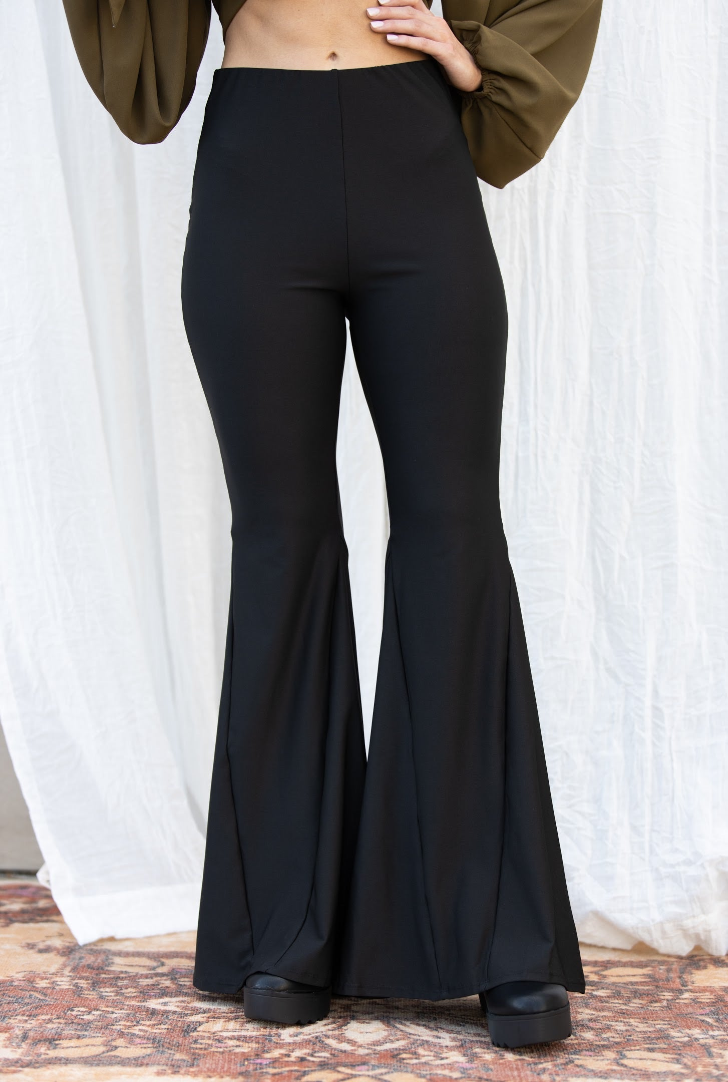 Can't Hold Back Stretchy Black Flares
