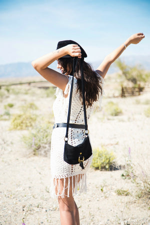 Wildleder Crossbody in Black