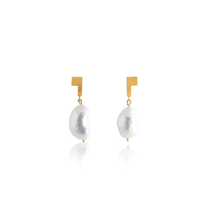 Unfinishing Line   gold curve square sterling silver earring Freshwater Pearl (UL19)