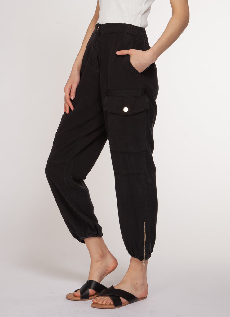 Lightweight cargo pants