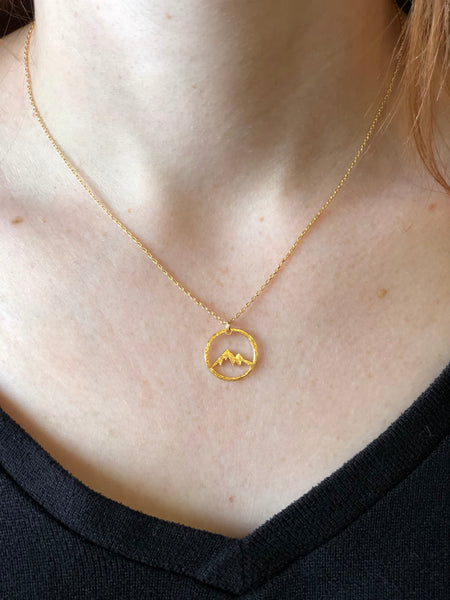 Mountain view necklace gold