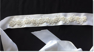 Ribbon belt with pearl lace