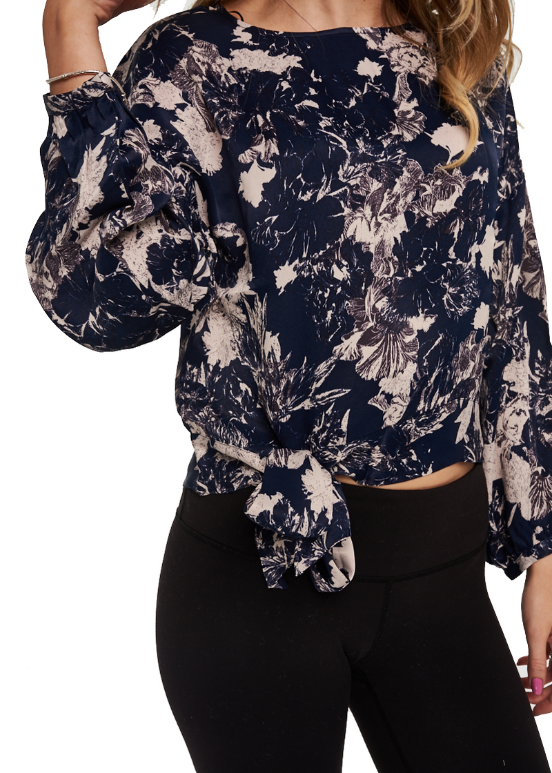 Just Female Wake Blouse (Fade Flower Blue/Navy) - ChicStyle
