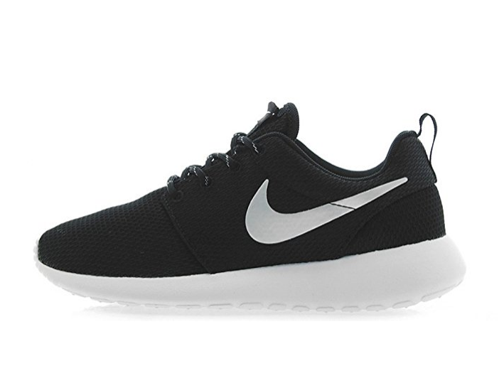 NIKE WMNS Roshe One Running Shoe
