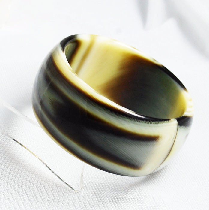 Vintage Lucite Swirling Horn Bangle Bracelet