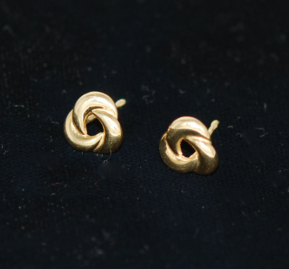 14Kt Gold Knot Earrings