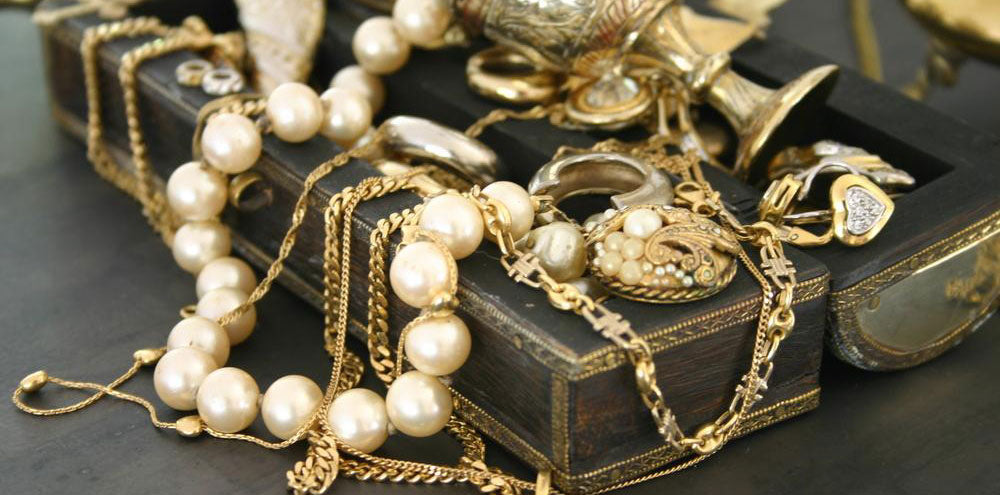 Vintage jewelry gold and pearls
