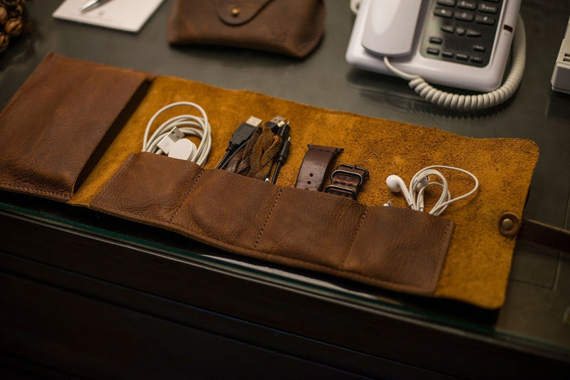 LEATHER CHARGING CABLE ROLL