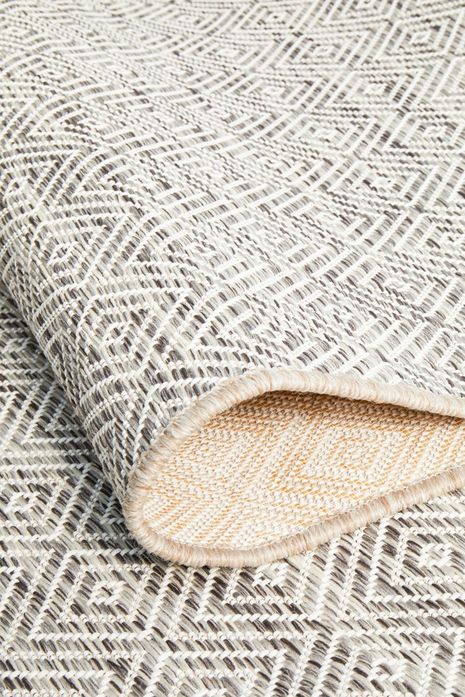 TERRACE Natural Diamond Pattern OUTDOOR RUG - Razzino Furniture