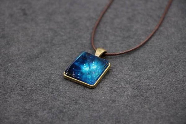 Glowing Pyramid Crystal Necklace - Phonebibi