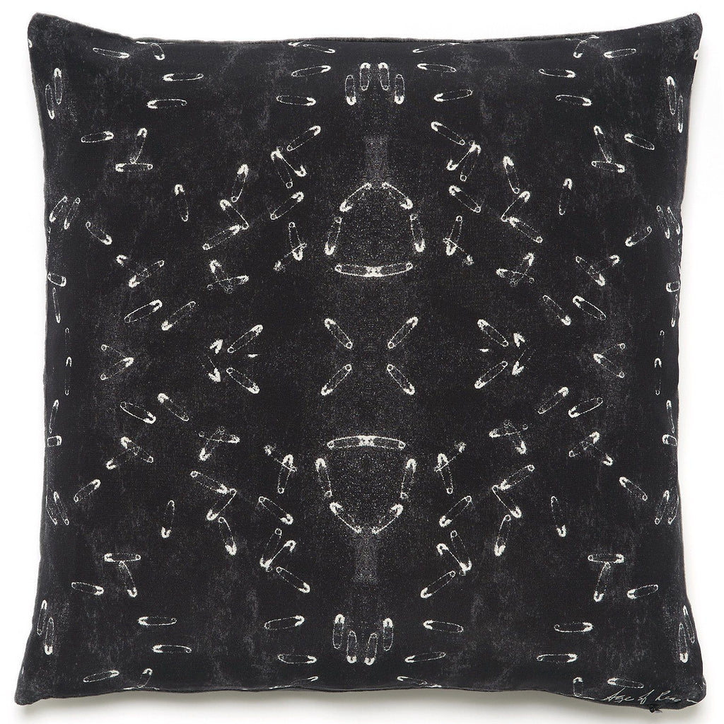 BLACK PINS CUSHION