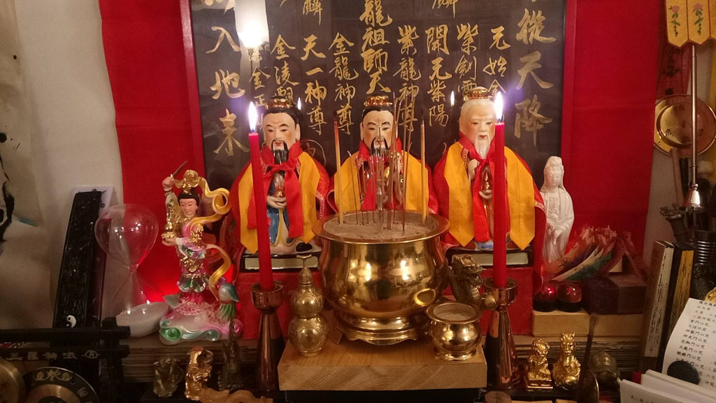 taoist altar and statue