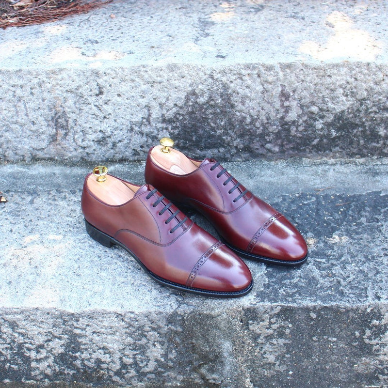 ARTISTA Lace Up Oxford in Vegano Burgundy