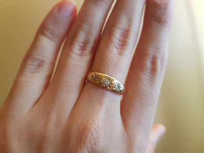 VINTAGE THREE DIAMOND STAR BAND IN 18K YELLOW GOLD - SinCityFinds Jewelry