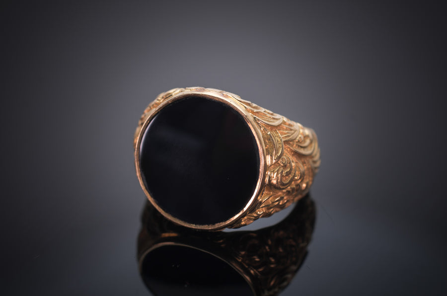 ONYX PANEL SIGNET RING IN 18K GOLD