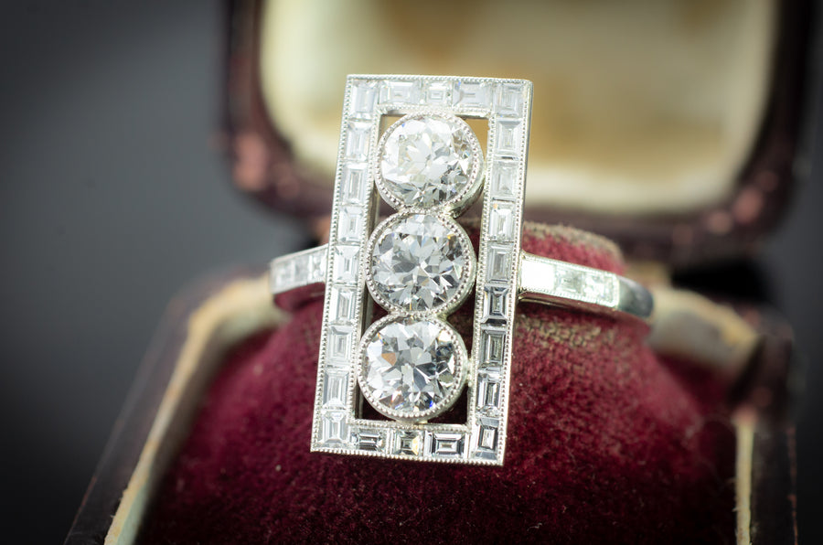 OLD EUROPEAN DIAMOND PLATINUM RING WITH BAGUETTE HALO