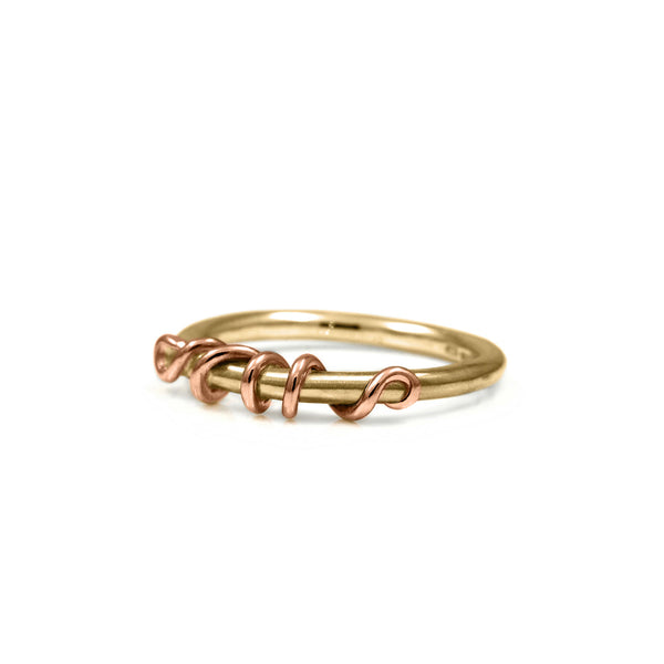 Tendril ring in 9ct gold - READY TO WEAR