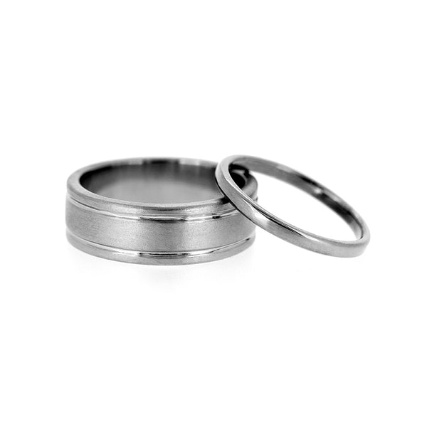 Grooved wedding ring