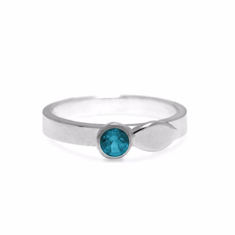 Spring ring in sterling silver and gemstone