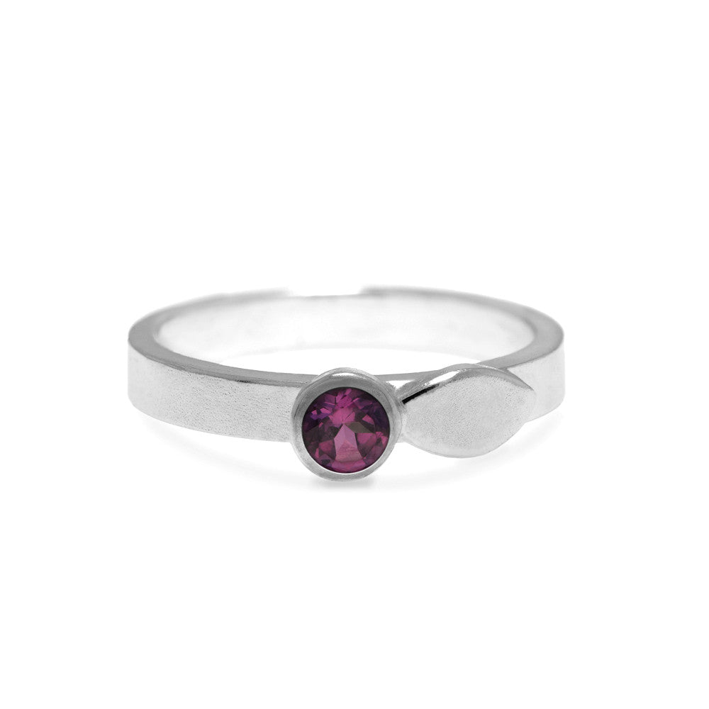 Spring ring in sterling silver and gemstone - ready to wear