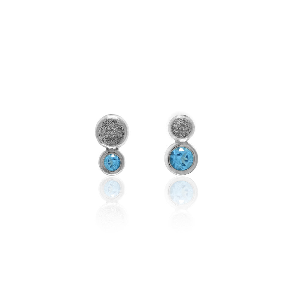 Halo mini stud earrings in textured sterling silver - blue topaz