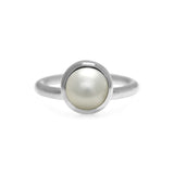Sterling silver pearl solo ring