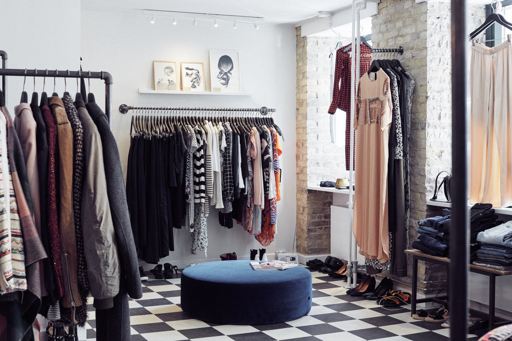 07fbfd123093 Second Wardrobe - store interior with wardrobe solutions by RackBuddy