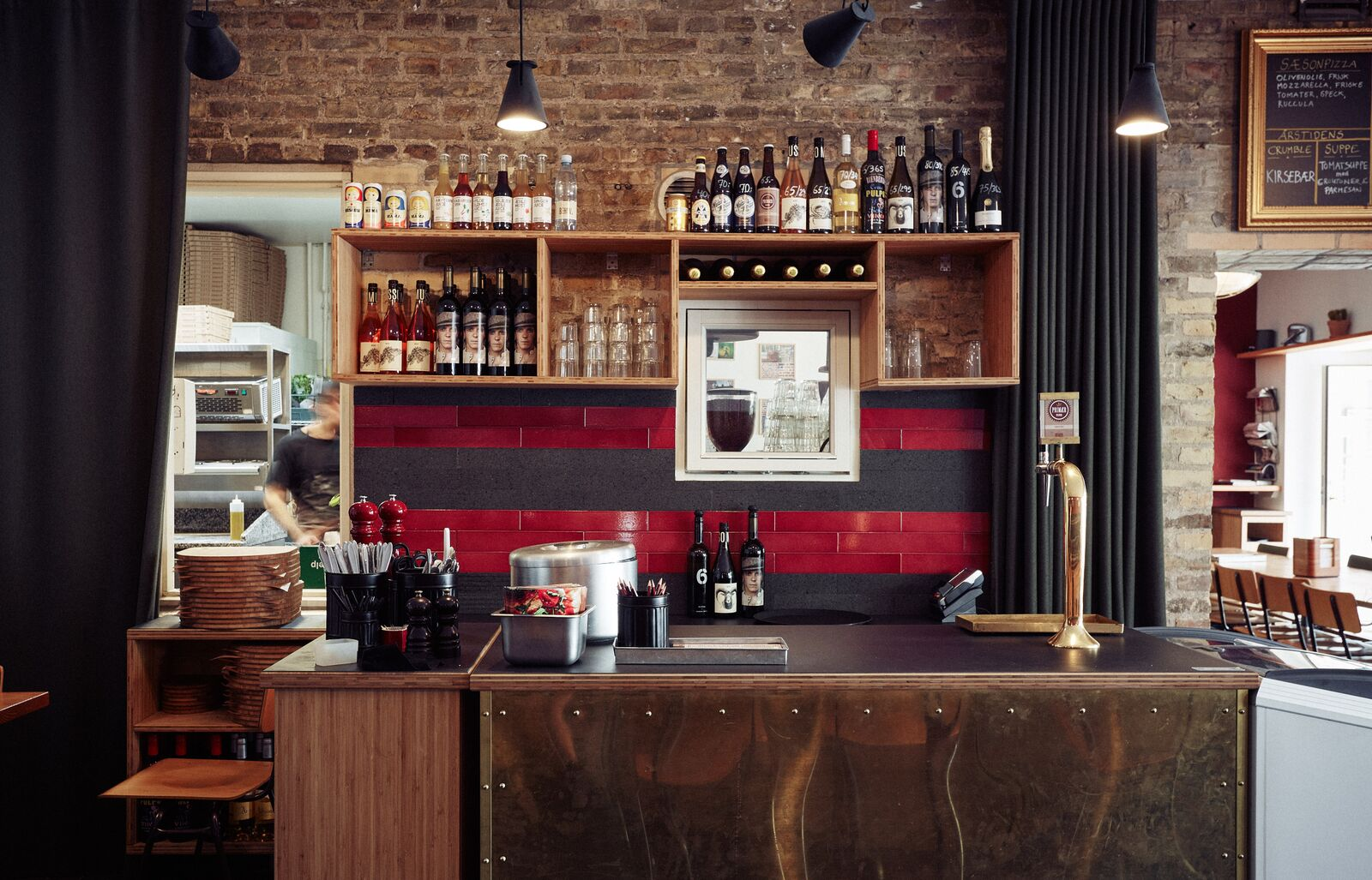 Bar Design von RackBuddy bei Behov Pizza