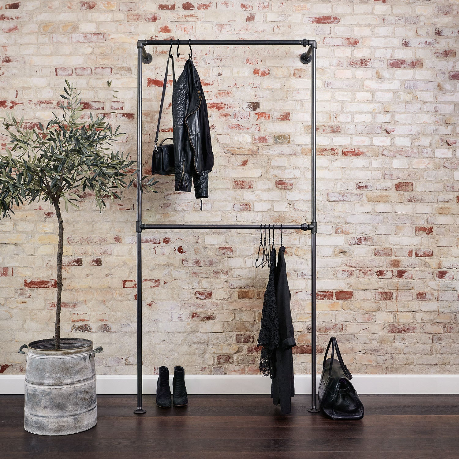 RackBuddy Bob Steele - Double industrial clothes rack in black water pipes