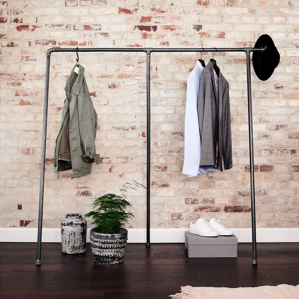 RackBuddy Cassidy - Industrial clothes rack in black waterpipes, ajustable feet