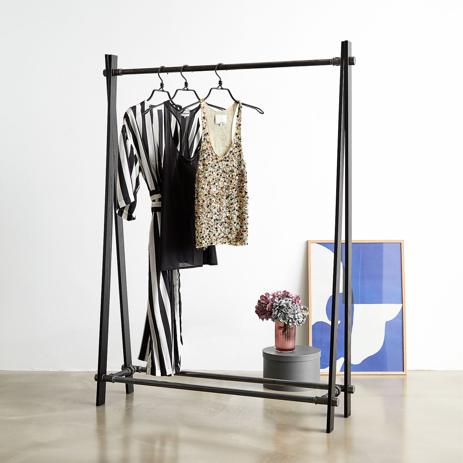RackBuddy Loke – Clothes rack in black oak and black iron