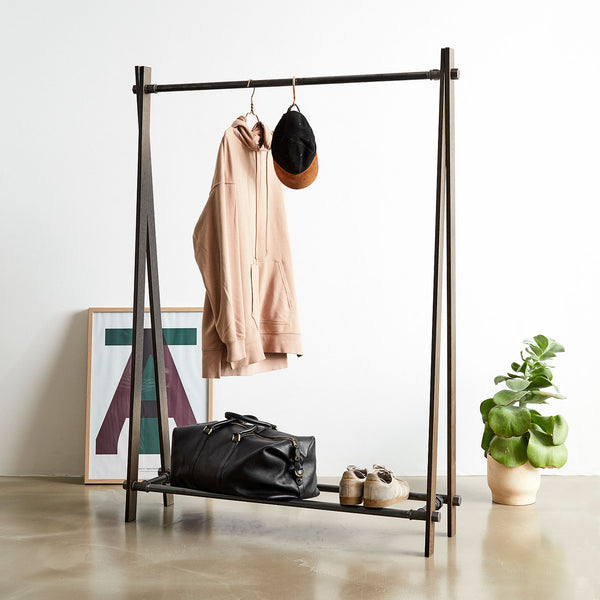 RackBuddy Tor - Clothes rack in brown oak and black iron